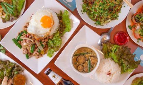 大阪本町でタイ料理が食べたいならタイ食堂RAKへ!ブルーの看板が目印です。