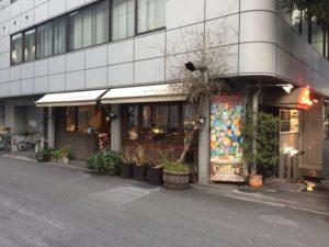 大阪本町の【自家焙煎珈琲 濱田屋】は、東横堀川沿いにあるオフィス街のオアシスです!浜田屋の外観です!