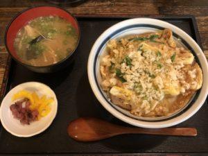大阪で出前なら小雀弥がおすすめ。きつね丼。
