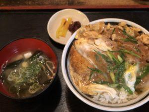 大阪で出前なら小雀弥がおすすめ。カツ丼とみそ汁