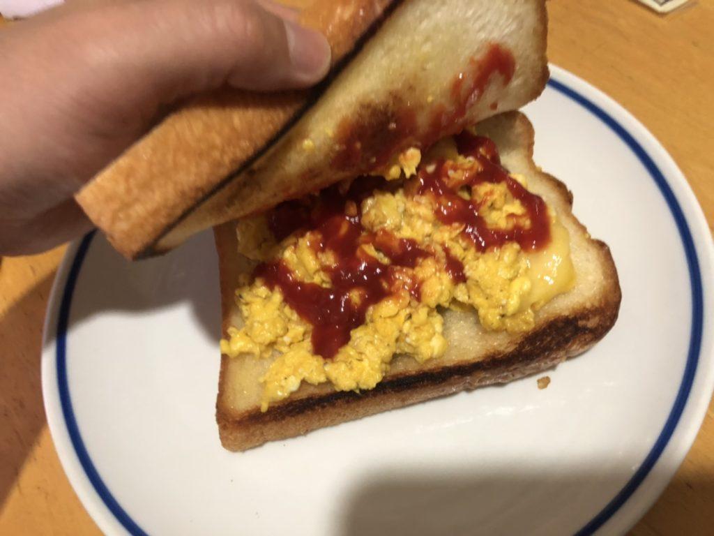 ケチャップ多めのチーズエッグトースト