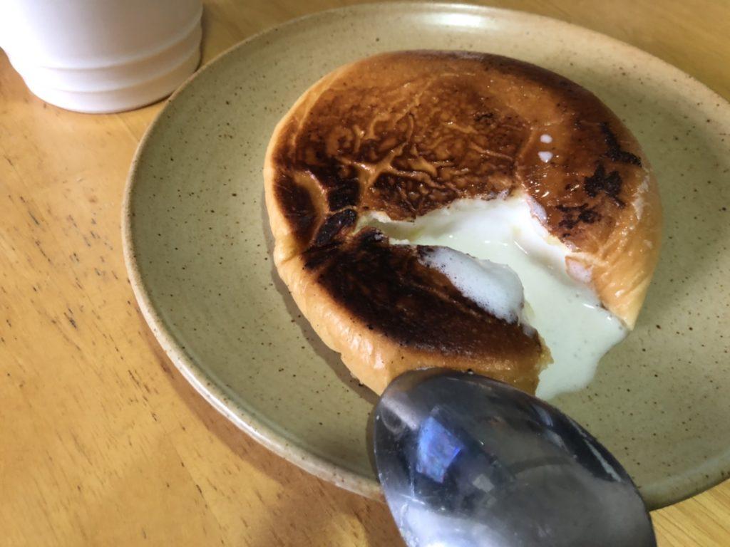 ホイップクリームとカスタードのクリームパンはクリームが溶けだして、おいしい!